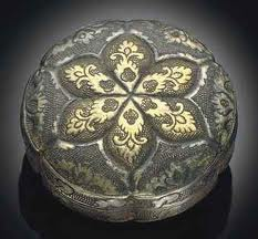A SMALL PARCEL-GILT SILVER CIRCULAR BOX AND COVER TANG DYNASTY (618-907)