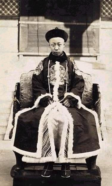 Emperor Xuantong (1909 - 1912)