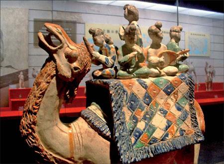 Tang Sancai - Artisan strives to keep ancient ceramic art form alive