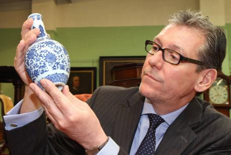 Tennants Sells Small Qianlong Vase For £950,000