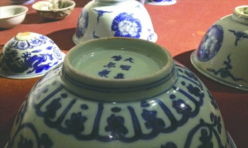 Villagers find Ming Dynasty porcelain while burying dead neighbor