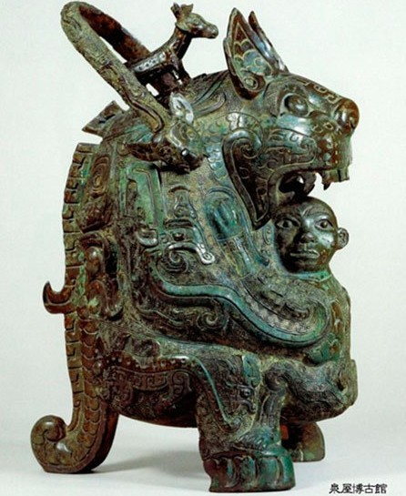 Bronze Tiger Eat Man Statue created in the late Shang Dynasty (c.16th century-11th century BC). The bronze treasure is currently in Izumiya Museum in Japan. [Photo/people.cn]