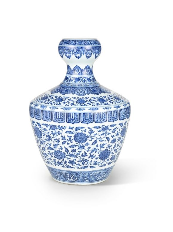 Qing Dynasty Vase Fetches $9.8 Million in Hong Kong
