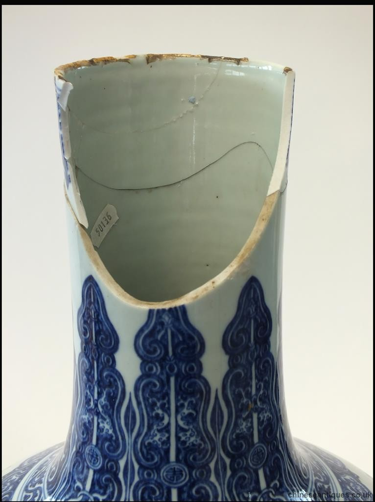 Ming style vase badly damaged makes 150k at auction in UK