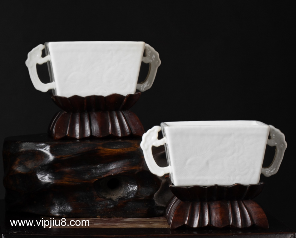 An Extremely Rare Pair Of Anhua Kangxi Square Cups