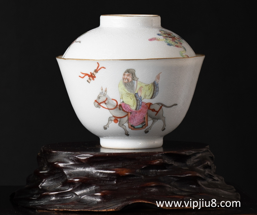 Daoguang Famille Rose Sgraffito Bowl & Cover
